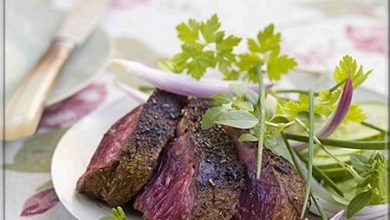 Photo de Onglet Grillé – Sauce Barbecue et Salade d'Herbes