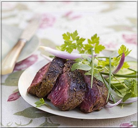 onglet_grille_sauce_barbecue_et_salade_d_herbes