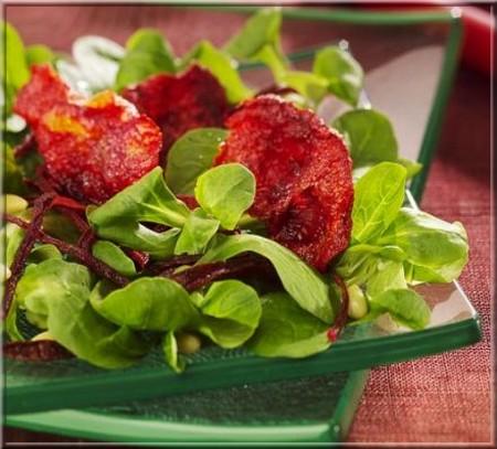 salade de m che et croustilles de betterave rouge a vos assiettes recettes de cuisine illustr es. Black Bedroom Furniture Sets. Home Design Ideas