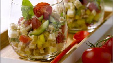Photo de Salade de crozets, Dés de Tomates, Poivron Jaune, Concombre, Feta, Basilic, Vinaigrette à l'Huile d'Olive et au Citron
