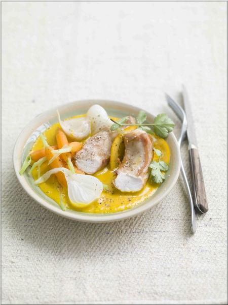 mijote_de_rable_aux_herbes_a_soupe_confit_de_carottes_des_sables_et_oignons_nouveaux_