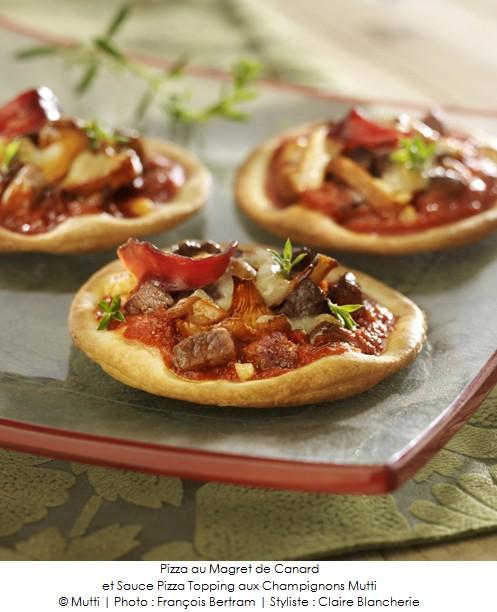 pizza au magret de canard et sauce pizza topping aux champignons mutti a vos assiettes. Black Bedroom Furniture Sets. Home Design Ideas