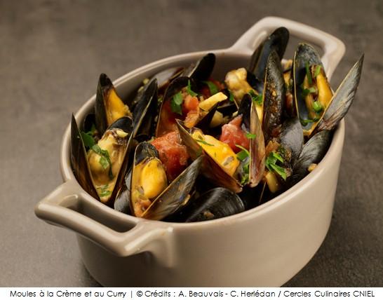 moules la cr me et au curry a vos assiettes recettes de cuisine illustr es. Black Bedroom Furniture Sets. Home Design Ideas
