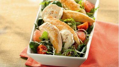 Photo de Aiguillettes de Poulet Croustillantes en Salade Croquante