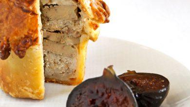 Photo de Pâté en croûte aux sots-l'y-laissent et foie gras, figues confites en marinade de champagne