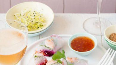 Photo de Rouleaux de Printemps aux crevettes, betterave et carottes râpées menthe, sauce sweet chili et sésame