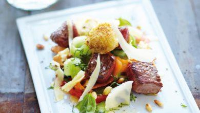 Photo de Appenzeller® croustillant & bœuf mariné sur une tranche de tomate cœur de bœuf