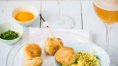 Photo de Boulettes de poulet, courgette, ciboulette et féta et sauce crémeuse au cidre et curcuma