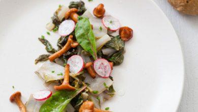Photo de Salade tiède de blettes, girolles et vinaigrette au coing