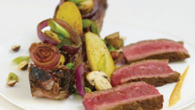 Photo de Côte de bœuf grillée à la fleur de sel, champignons de Paris et petites rattes grillées au persil et à l'ail, vinaigrette à la noisette