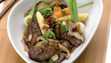Photo de Wok d'onglet de veau flambé au Calvados, pleurotes, mini légumes, coriandre fraîche