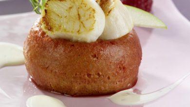 Photo de Baba de coquilles Saint-Jacques aux framboises en chaud froid, crème Isigny Ste-Mère au citron et estragon
