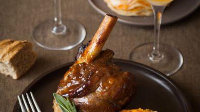 Photo de Souris d'agneau braisée au cidre et confite aux épices, et son tian de pommes de terre et patates douce