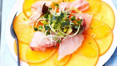Photo de Carpaccio de Persimon® & bar mariné au citron et à la fleur de sel