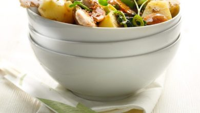 Photo de Wok de pommes de terre, dinde et petits légumes