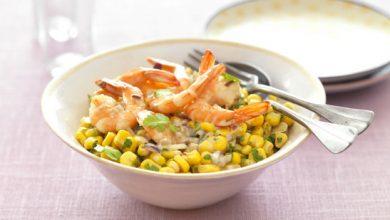 Photo de Salade croquante de maïs, crevettes et herbes fraîches