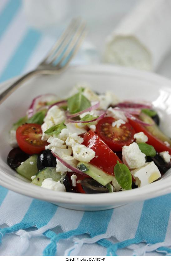 salade grecque la b chette affin e a vos assiettes recettes de cuisine illustr es. Black Bedroom Furniture Sets. Home Design Ideas