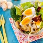 Salade tiède de champignons au curry et œufs durs