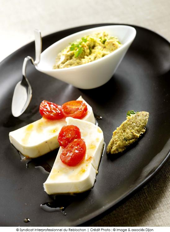 terrine_de_reblochon_tomates_caramelisees_tapenade_d_olives_vertes_et_noisettes