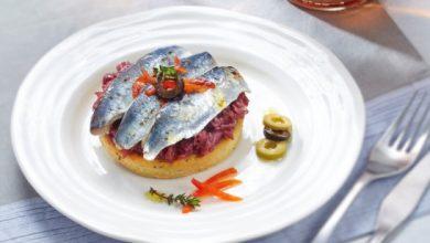 Photo de Sablé au thym, sardines grillées et compotée d'oignons en anchoïade