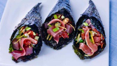 Photo de Temaki de tartare de thon aux pépites de jambon cru Aoste et aux tomates confites