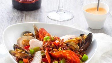 Photo de Blancs de seiche, moules, palourdes sur lit de riz rouge de Camargue façon Paëlla