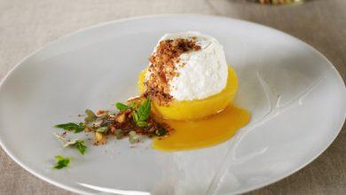 Photo de Tranche de Coing rôti au caramel de Passion et Faisselle Rians, crumble de noix de macadamia