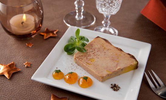 Terrine vichy c lestins de foie gras mi cuit aux abricots - Decoration assiette de foie gras photo ...