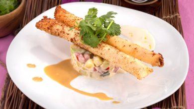 Photo de Allumettes aux crevettes et fromage sur tartare de légumes