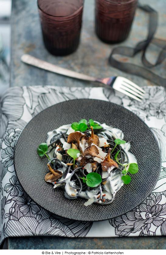 spaghetti noirs aux champignons cr me au parmesan a vos assiettes recettes de cuisine. Black Bedroom Furniture Sets. Home Design Ideas