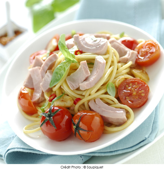 spaghettis-sautes-au-thon-et-tomates-cerise
