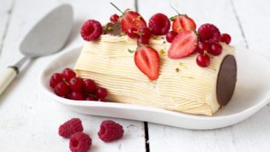 Photo de Bûche crème au beurre vanillée et fruits rouges