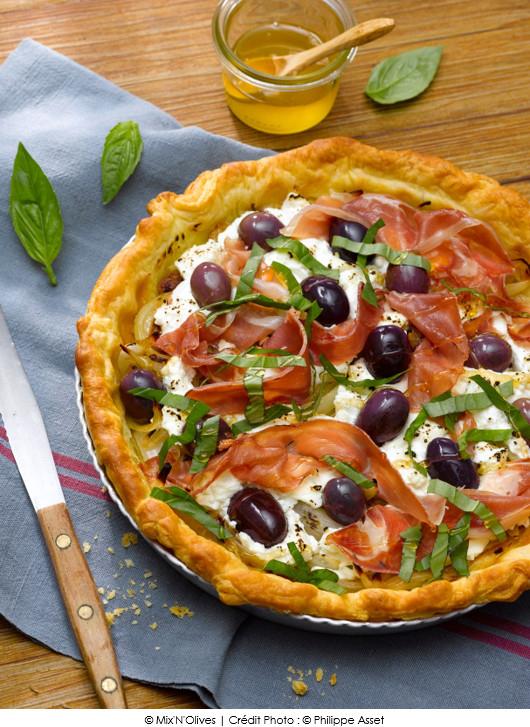 torta-dolives-violettes-chevre-frais-et-jambon-serrano