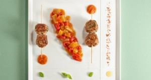 brochettes-dagneau-et-poivrons-cuisines-au-piment-despelette-2