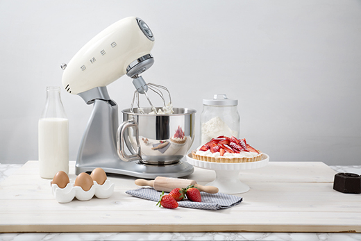 le robot sur socle smeg qui transforme la cuisine a vos assiettes recettes de cuisine illustr es. Black Bedroom Furniture Sets. Home Design Ideas