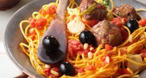 boulettes-de-boeuf-aux-olives-vertes-spaghettis-aux-tomates-fraiches-et-origan-2