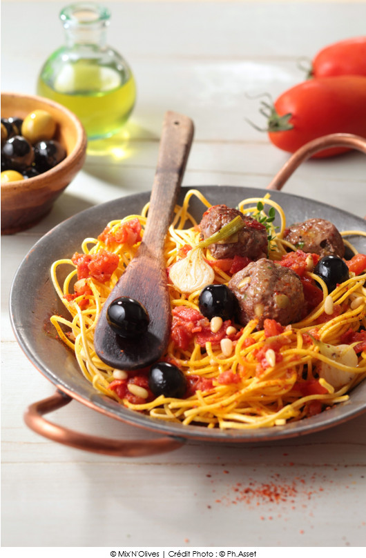 boulettes de b uf aux olives vertes spaghettis aux tomates fra ches et origan a vos assiettes. Black Bedroom Furniture Sets. Home Design Ideas