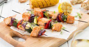 brochettes-de-saumon-de-norvege-et-ses-petits-legumes-du-soleil-2