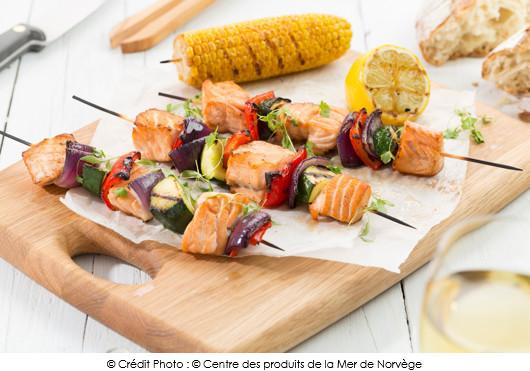 brochettes-de-saumon-de-norvege-et-ses-petits-legumes-du-soleil