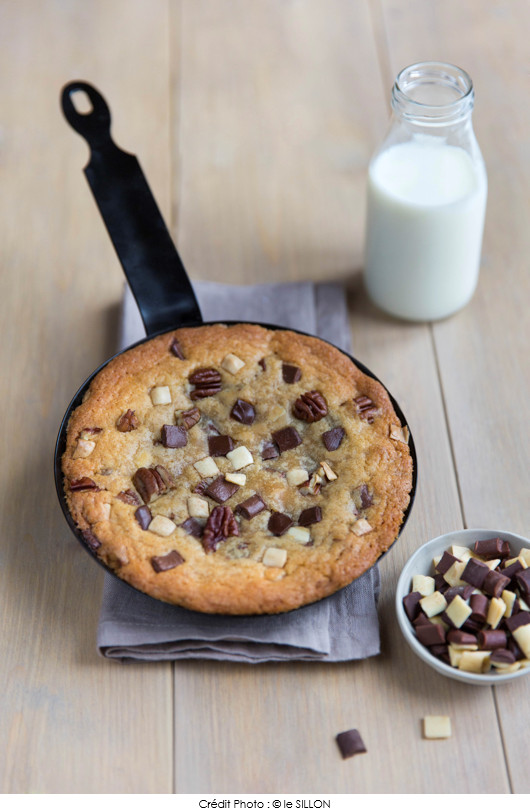 one-pan-cookie-aux-eclats-de-trois-chocolats-et-noix-de-pecan
