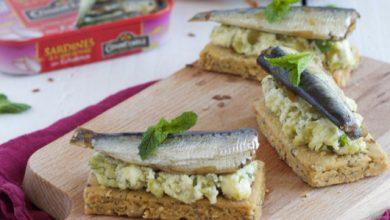 Photo de Sardines aux échalotes de Bretagne Connétable sur sablé aux graines et son écrasé de pois cassés et fromage frais