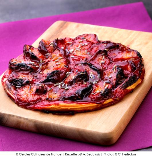 tarte-fine-aux-prunes-et-a-la-lavande