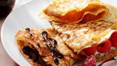 Photo de Crêpes nature aux œufs, mais aussi aux fruits rouges et crème chantilly, à la confiture et au chocolat