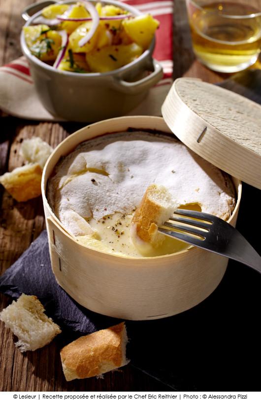 Mont d 39 or cr meux salade de pommes de terre aux oignons rouge et lardons a vos assiettes - Temps cuisson mont d or ...