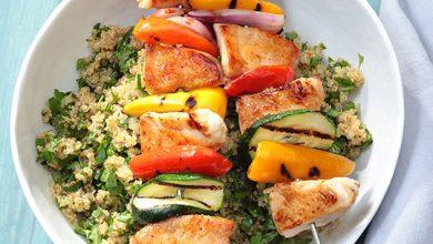 Photo de Brochettes de dinde aux légumes du sud et quinoa aux herbes