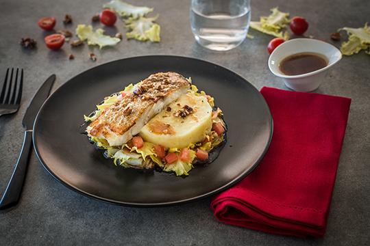 pav de cabillaud embeurr e de pommes de terre et friseline a vos assiettes recettes de. Black Bedroom Furniture Sets. Home Design Ideas