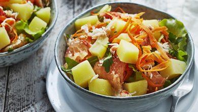 Photo de Salade de pommes de terre primeurs, crabe, pamplemousse, carotte, persil