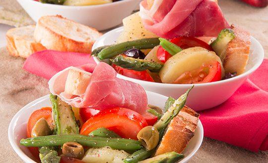 salade ni oise de printemps avec des pommes de terre asperges haricots verts olives et jambon. Black Bedroom Furniture Sets. Home Design Ideas