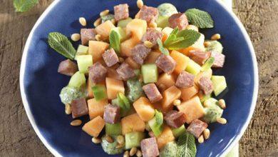Photo de Salade de melon et de concombre aux petits cubes de Morteau, sauce à la menthe