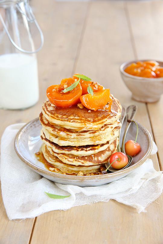 pancakes au lait de ch 232 vre lactel 174 et abricots r 244 tis au miel a vos assiettes recettes de